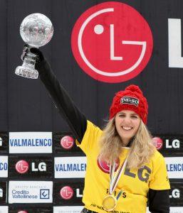 Patrizia Kummer gewinnt zum ersten Mal den Gesamtweltcup in den alpinen Snowboard Disziplinen.