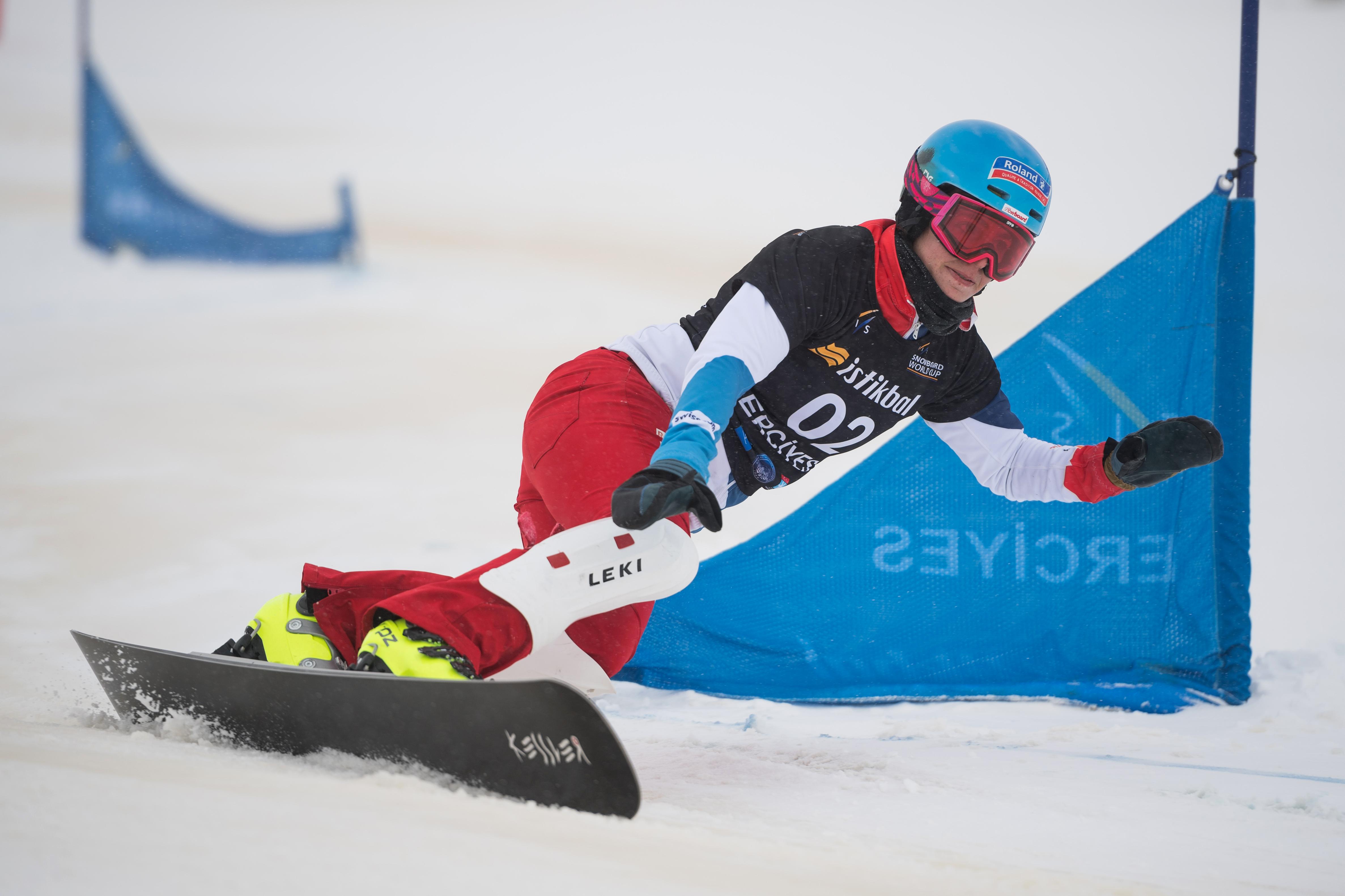 Patrizia Kummer kämpft im Weltcup Parallel Slalom in Kayseri, Türkei, im März 2017 um einen Top Platz.